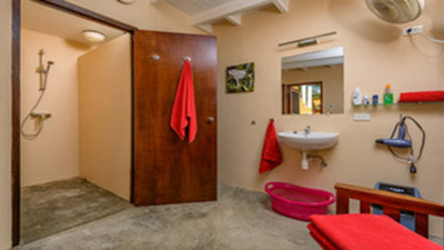 Those with evening flights will enjoy having the Djambo changing room at their convenience.